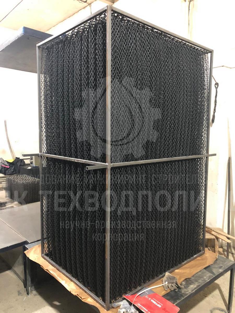 Блок биологической загрузки ББЗ 65 в металлическом каркасе. Габариты блока: 600х800х1700мм. Диметр сетчатой трубки: 65мм. Материал изготовления: Полиэтилен низкого давления. Для очистных сооружений г. Тобольск.